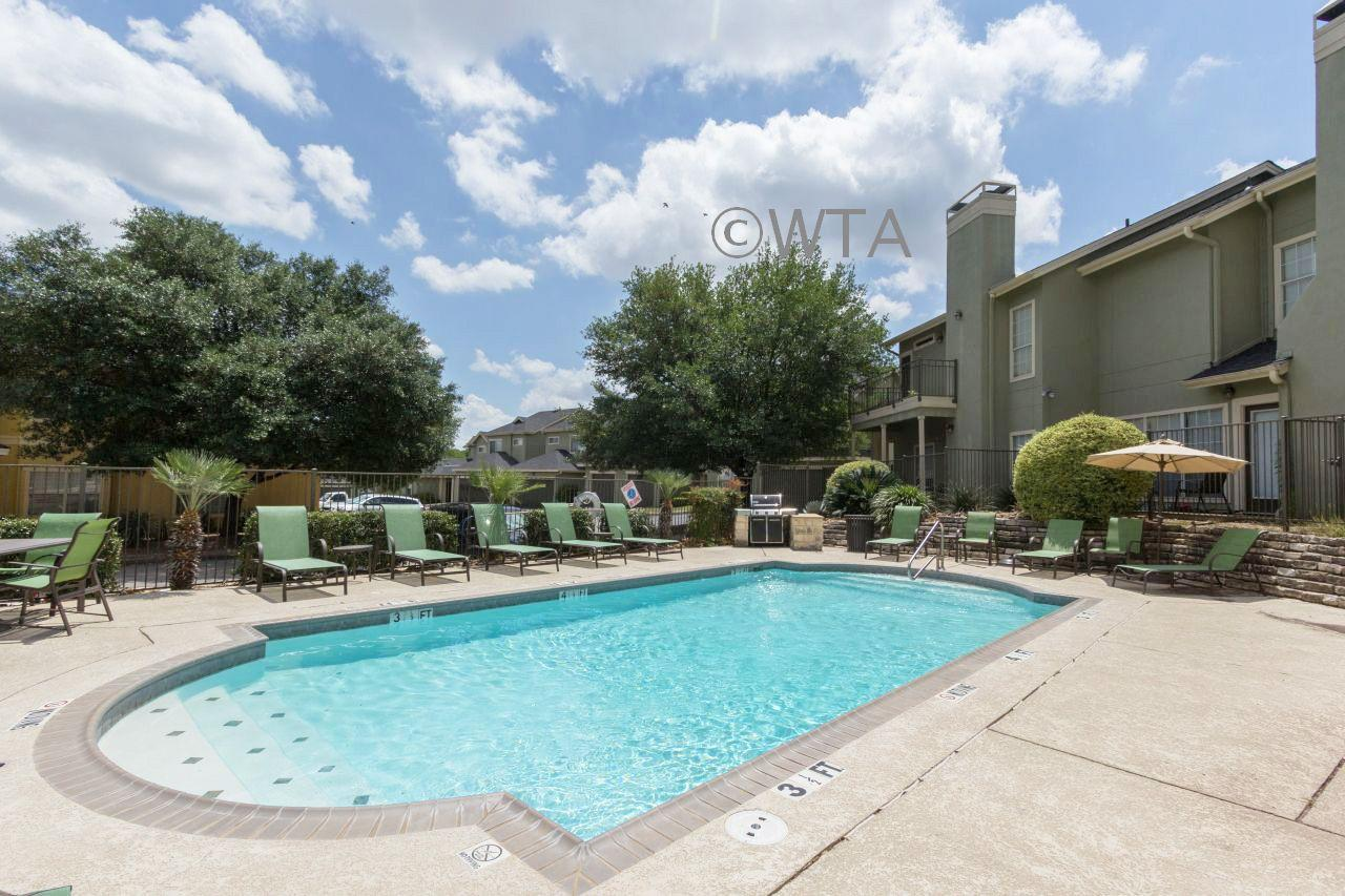 $1130 One bedroom Townhouse for rent