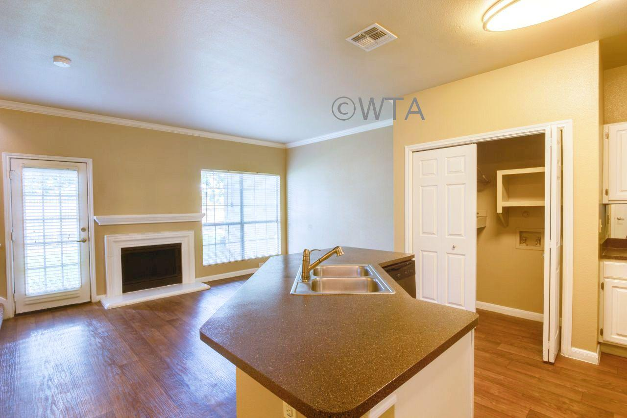 $1150 One bedroom Townhouse for rent