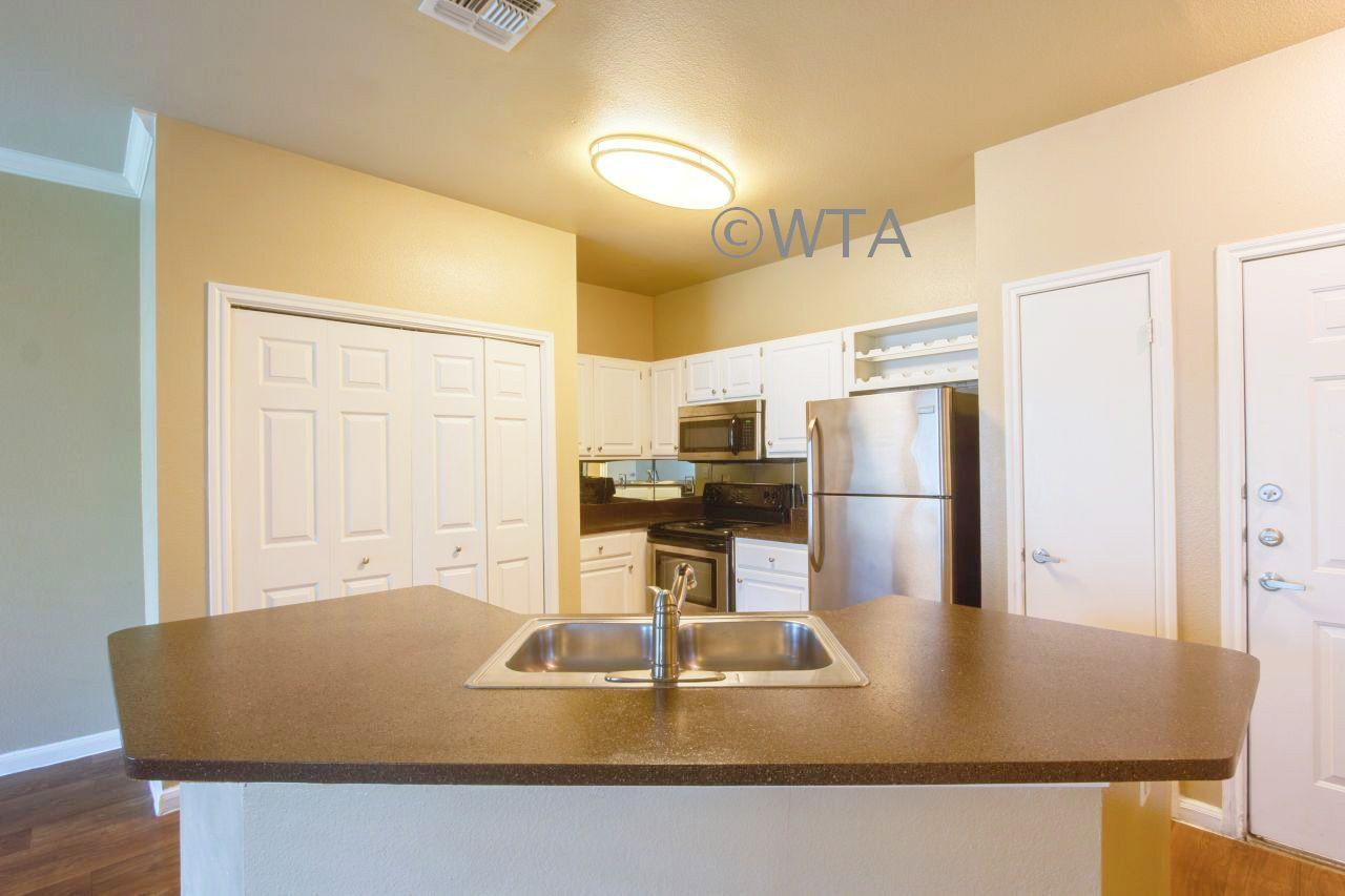$1565 Three bedroom Townhouse for rent