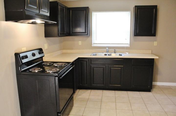 $925 Four bedroom Apartment for rent