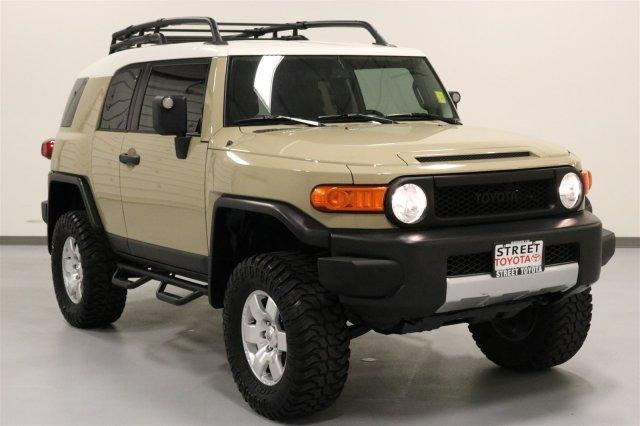 Toyota FJ Cruiser 4DR 2WD AT 2012
