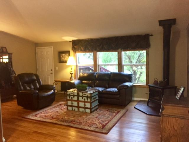 3 Bed, 2 Bath MF Home on 5 acres in Cheney