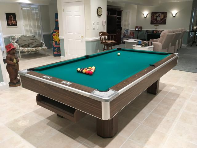 Brunswick Professional/Commercial Grade Pool Table in Mint Condition