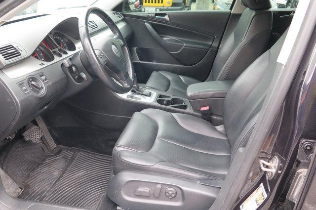 2009 Volkswagen Passat Komfort Sedan ( Serramonte VW : CALL (800) 976-2084) - $6,995