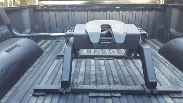 Fifth wheel tow hitch