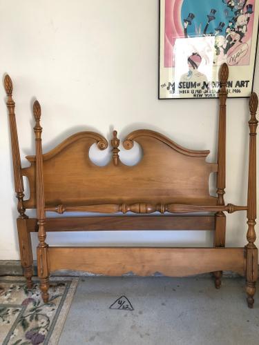 Maple Bedroom Set & Dresser-Mirror