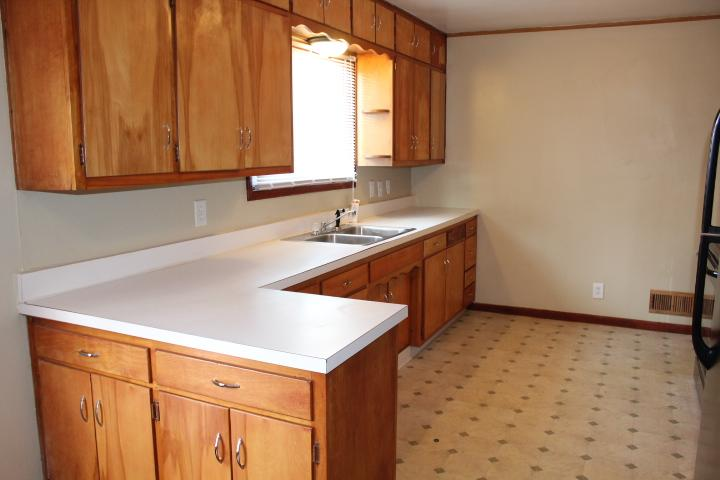 $1050 Three bedroom Apartment for rent