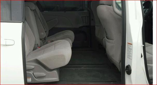 2016 Toyota Sienna LE 25,000 Miles ** $17000