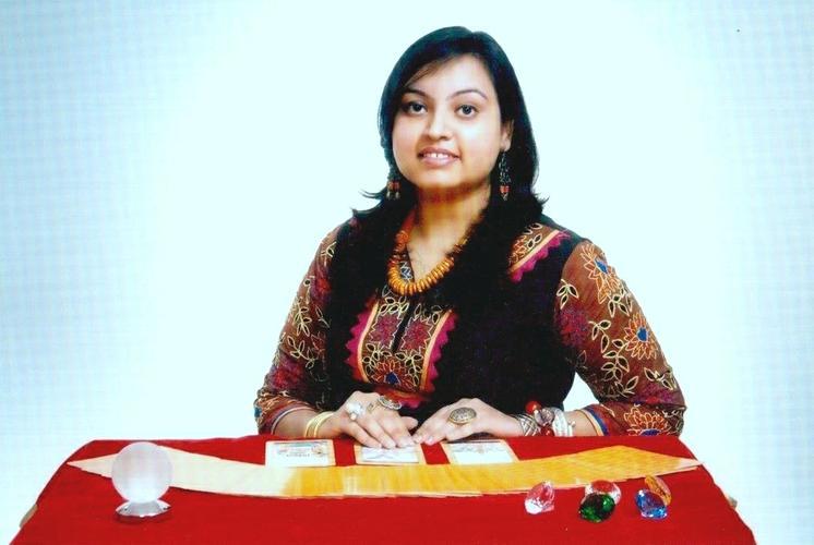 Astro - Tarot Expert Ms. Manisha Koushik