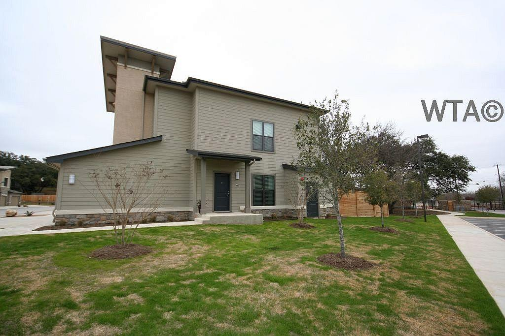 $2033 Two bedroom Townhouse for rent