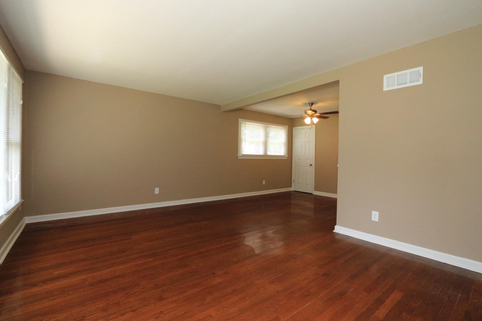 $1085 Three bedroom Apartment for rent