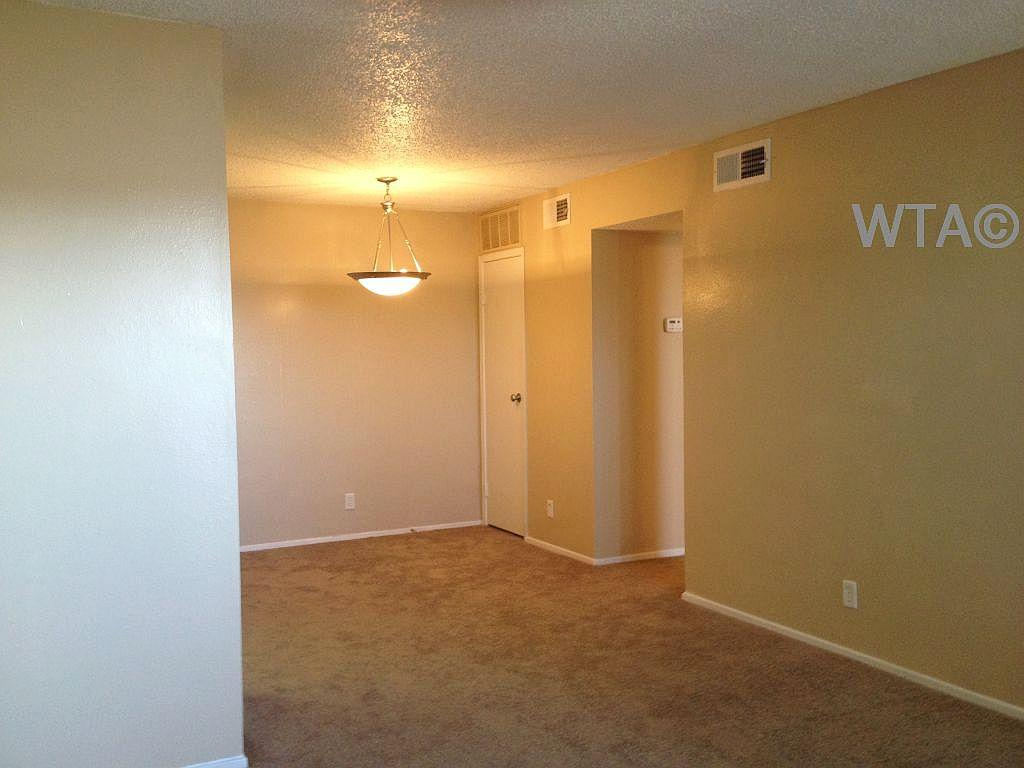 $810 One bedroom Townhouse for rent