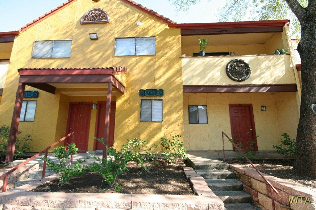 $1145 One bedroom Townhouse for rent