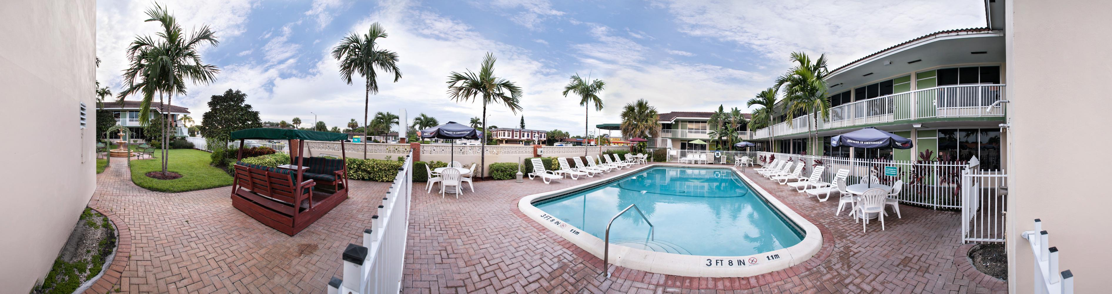 Quality Inn & Suites Hollywood Boulevard Cruise Port Hotel