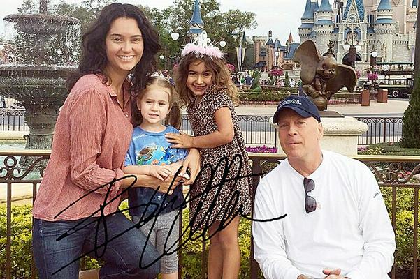 BRUCE WILLIS Very rare family pic with autograph!