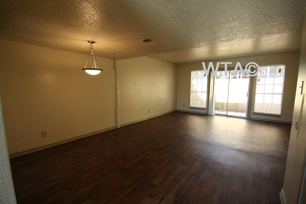 $1015 Two bedroom Townhouse for rent