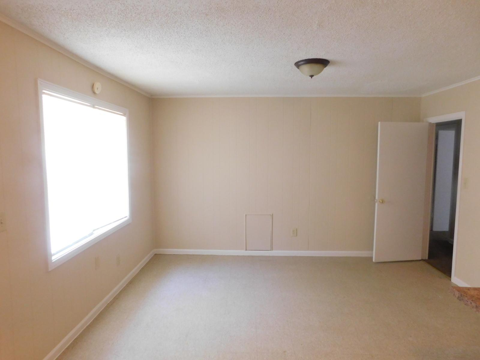 $700 Three bedroom Apartment for rent