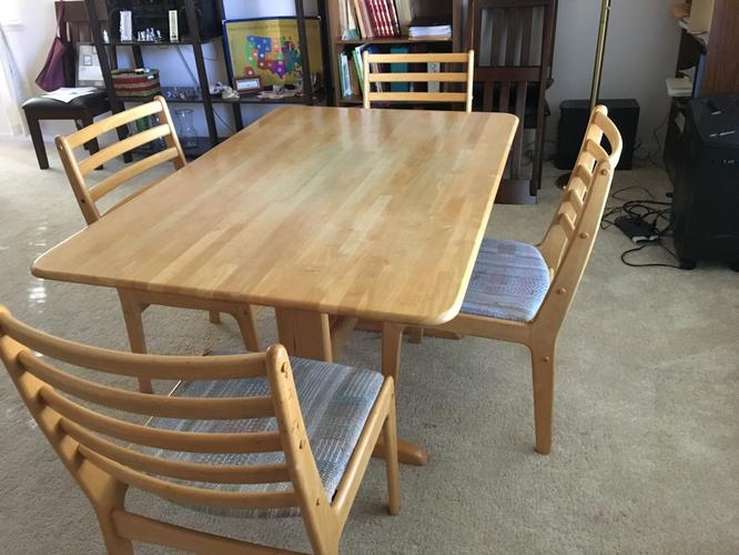 5 Piece Dining set in excelent condition for Sale
