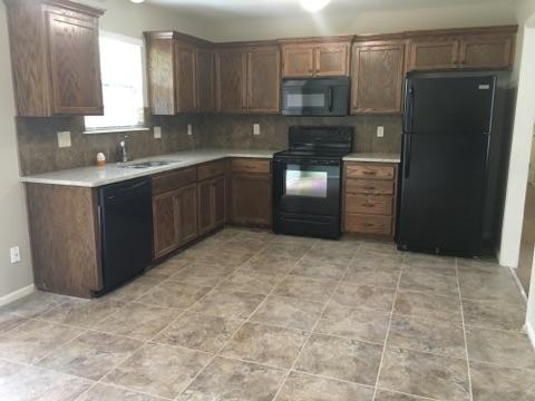 $1645 Five+ bedroom Apartment for rent