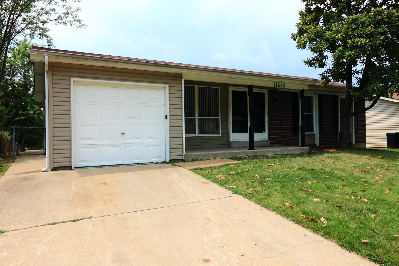 $1160 Three bedroom Apartment for rent