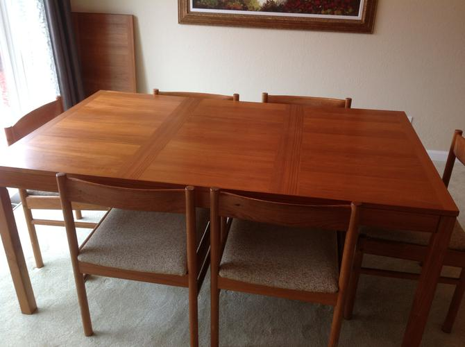 Dinning Room Table & 8Chairs set for  $400.00