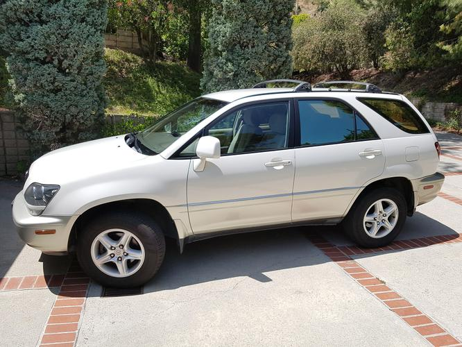 Lexus RX 300 SUV in very good condition