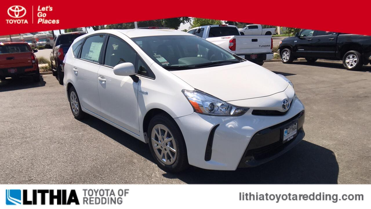 Toyota Prius v TWO 2017