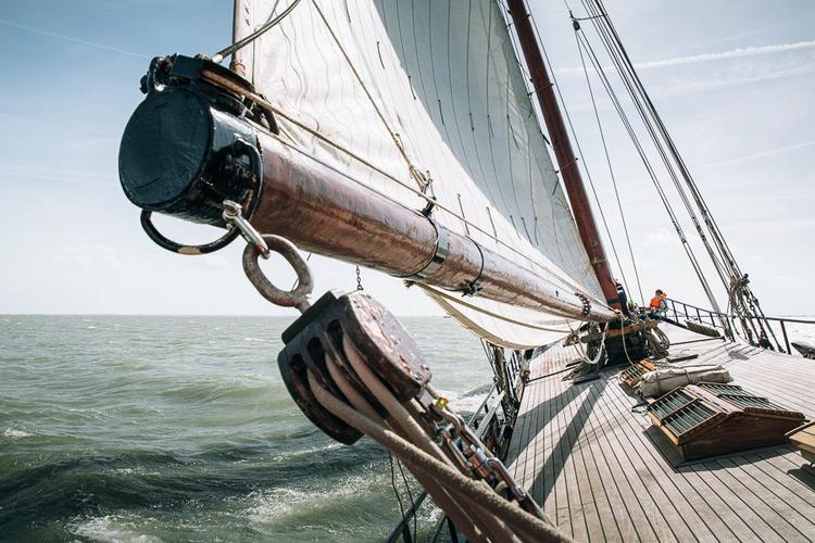 Lounge Clipper Sails