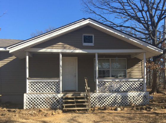 PRICE TO SELL!!!  BUY AND HOLD Cute Small Country Home