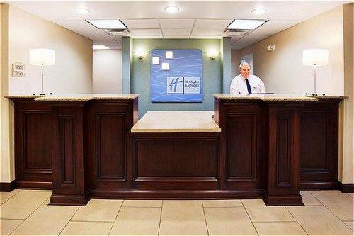 Holiday Inn Express & Suites Cincinnati Se Newport