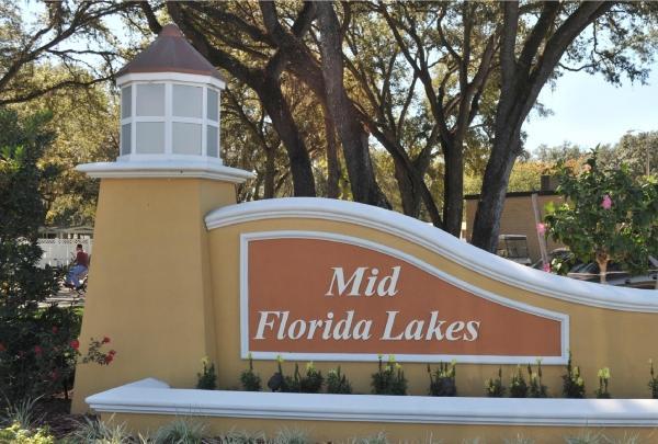 Craft Fair at Mid Florida Lakes