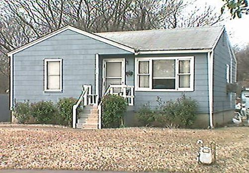 Large Fixer Upper With Lots of Room For Less!