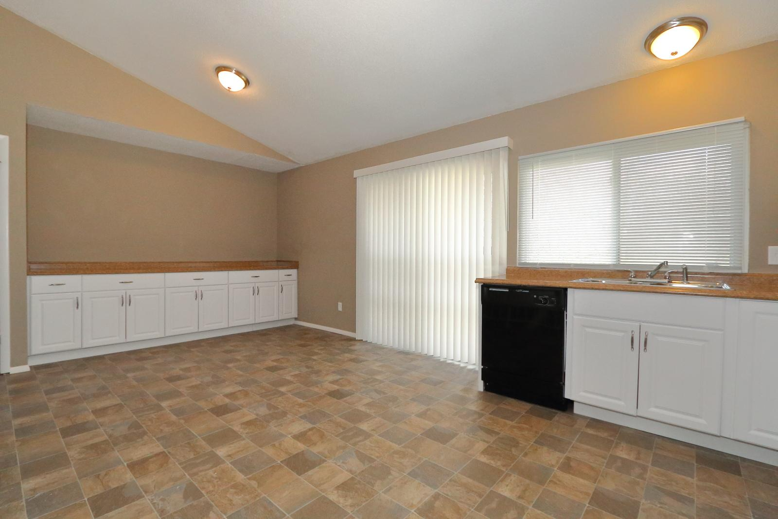 $1375 Three bedroom Apartment for rent