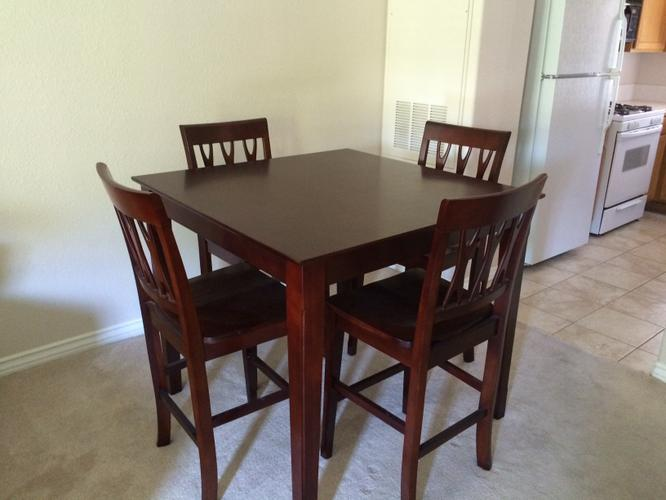 Counter table with 4 chairs