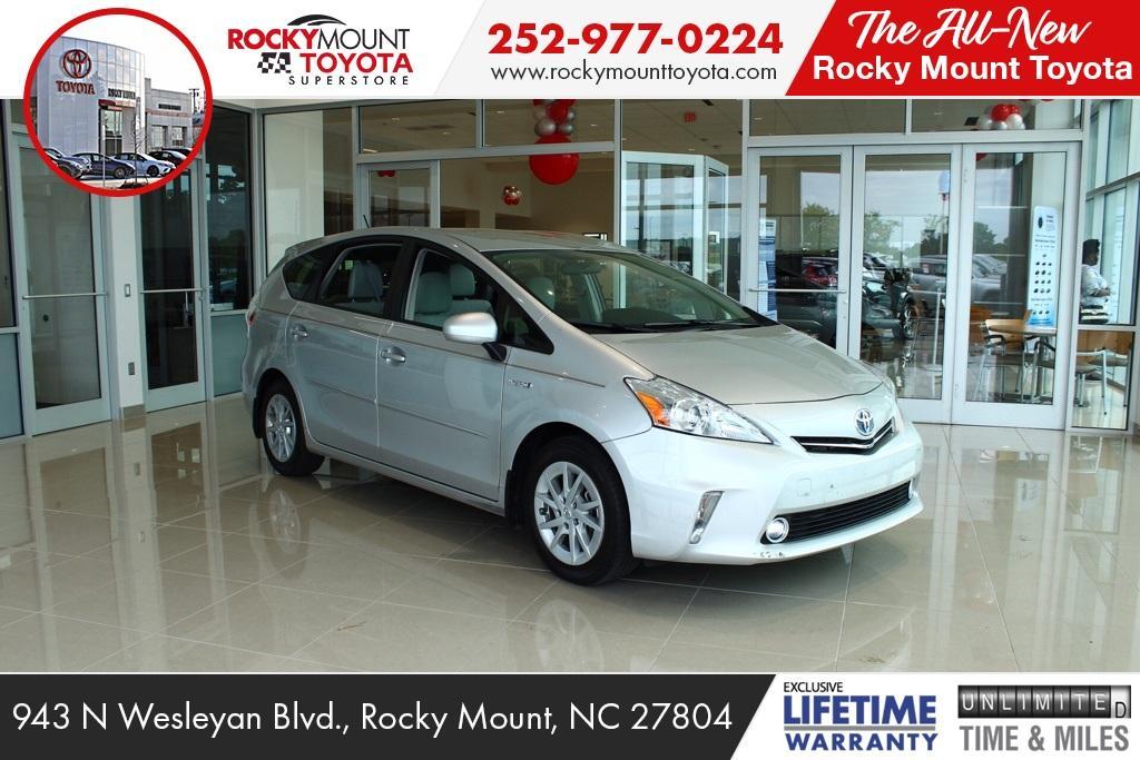 Toyota Prius v Three 2013