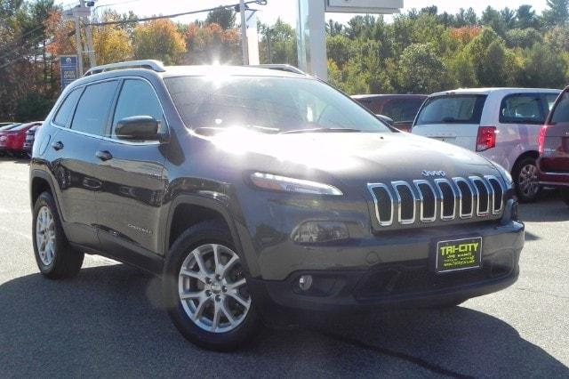 Jeep Cherokee Latitude 4X4 3.2 Liter V6 /  TOW Package /  Auto 2015