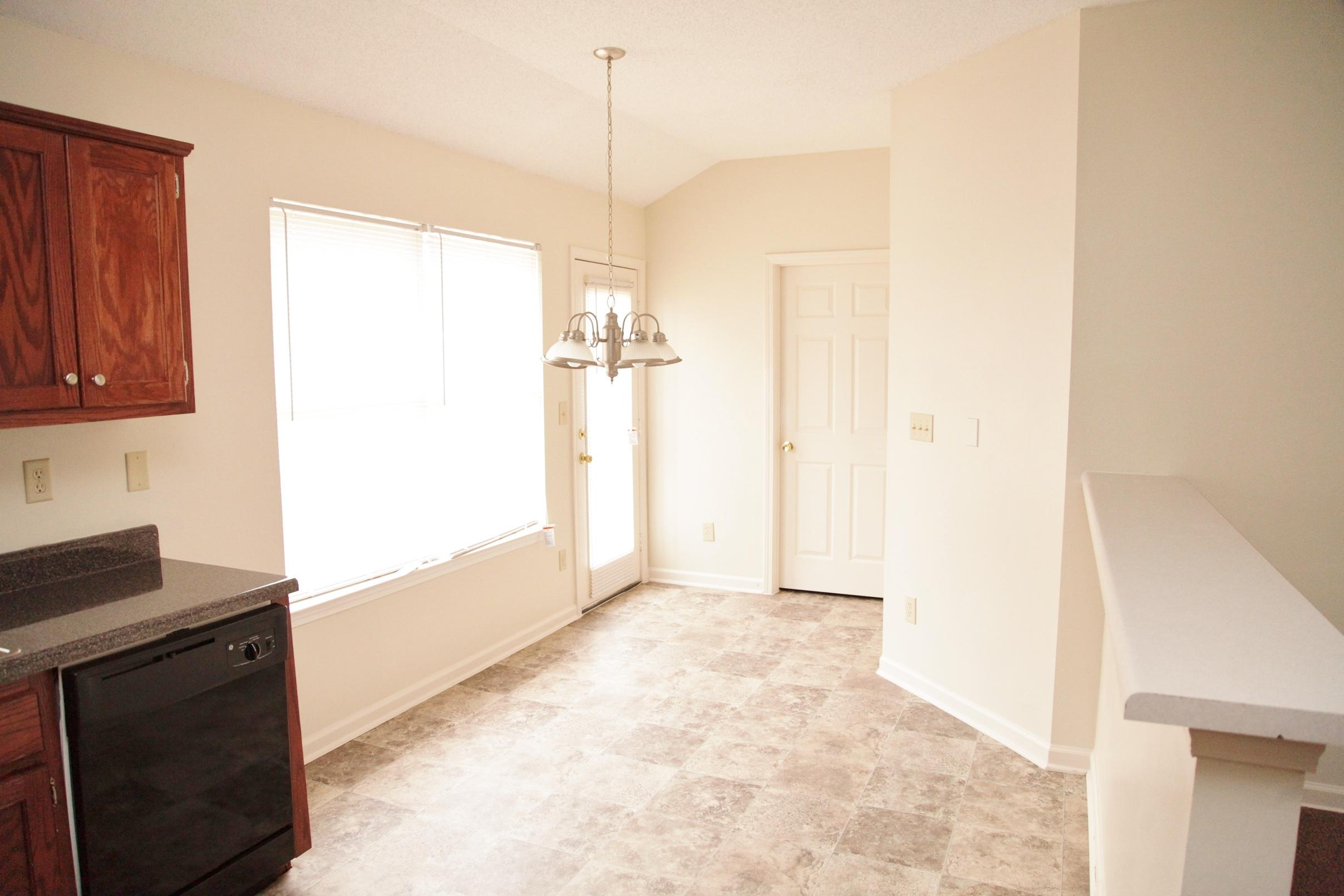 $1082 Three bedroom Apartment for rent