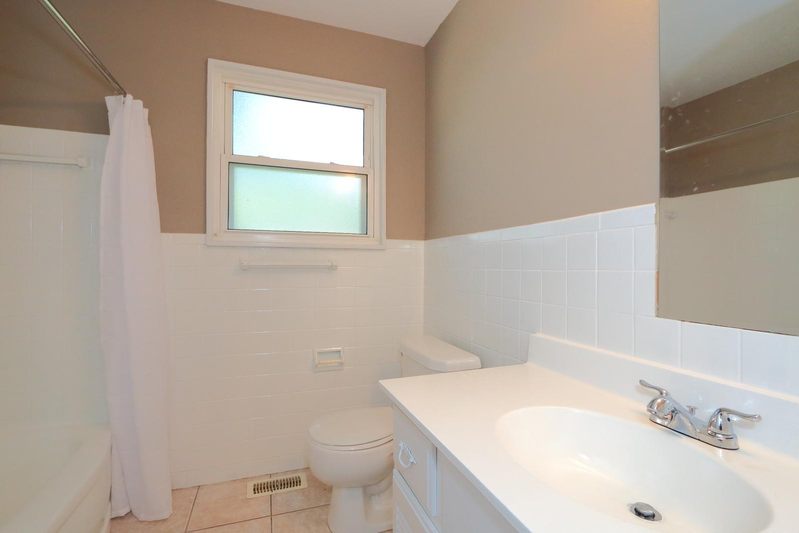 $1075 Three bedroom Apartment for rent