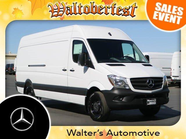 Mercedes-Benz Sprinter Cargo Van Worker 2017