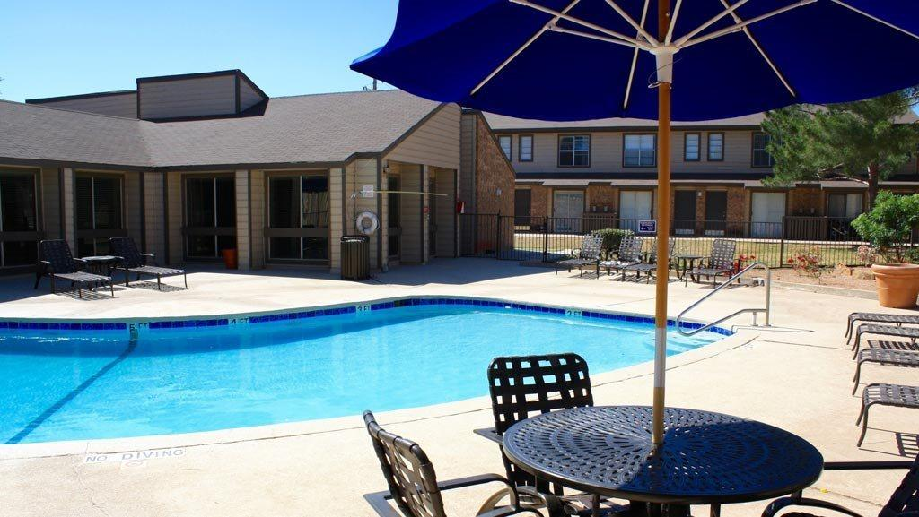 $1565 Three bedroom Apartment for rent