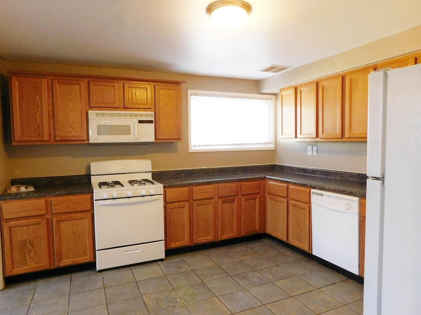 $900 Four bedroom Apartment for rent