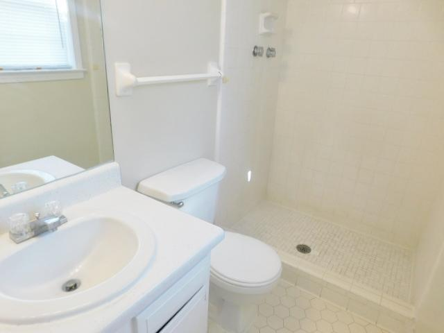 $1117 Three bedroom Apartment for rent