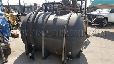 700 GALLON PLASTIC WATER TANK HORIZONTAL
