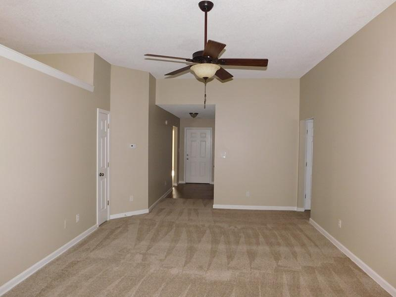$1195 Three bedroom Apartment for rent
