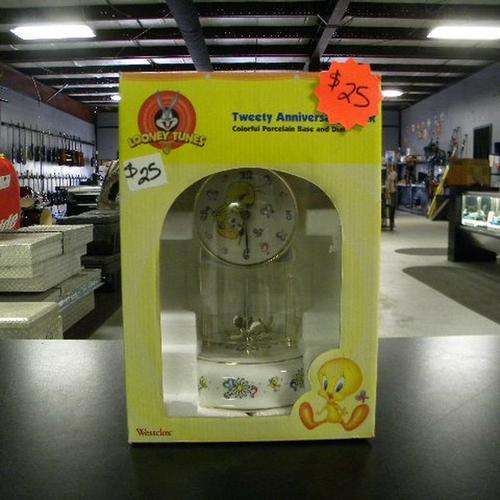 Looney Tunes Clock $25.00  Regular  Looney Tunes Tweety Anniversary Clock. ************NEW IN THE BO