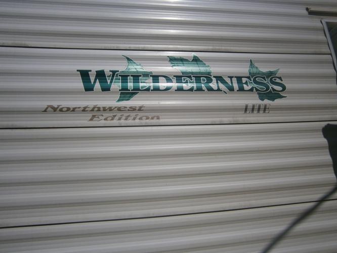 02  26 FT  WILDERNEES  5TH WHEEL TRL  MINT  COND   SUPER  SLIDER