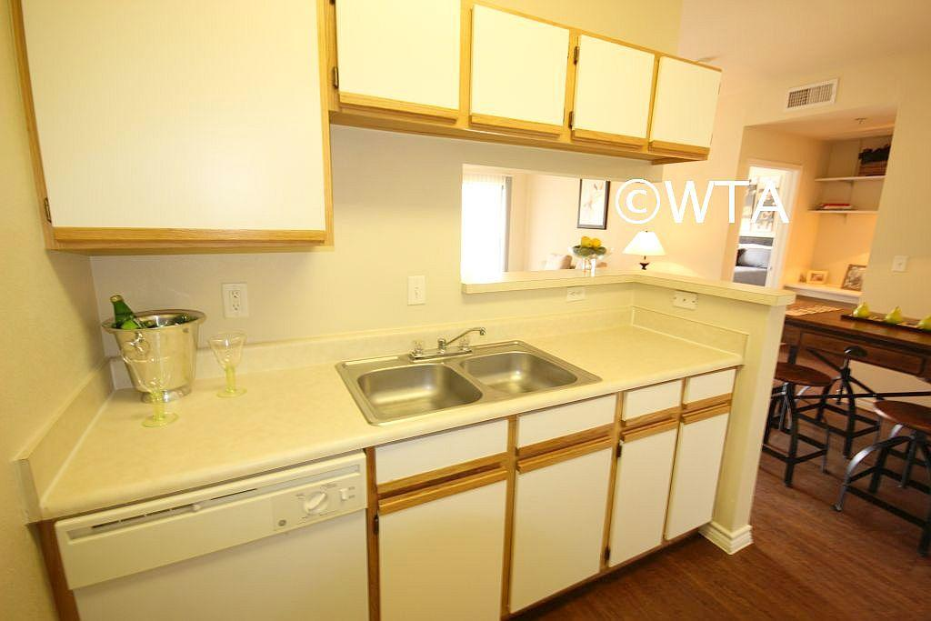 $1585 Three bedroom Townhouse for rent