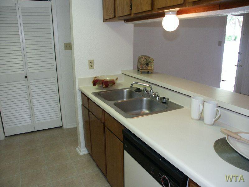 $1095 Two bedroom Apartment for rent