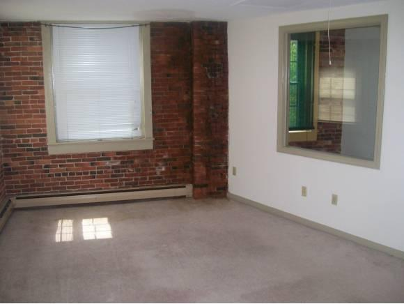 Townhouse style condo. Walk to downtown & the train station