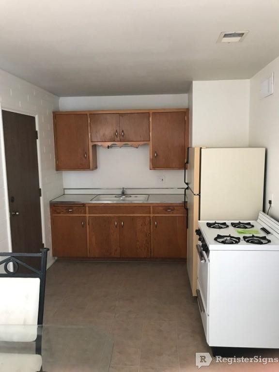 $575 One bedroom Townhouse for rent